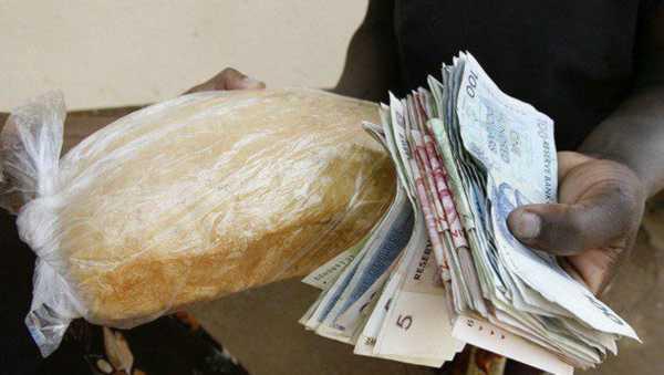 пачка денег и хлеб